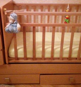 Детская кроватка-трансформер.