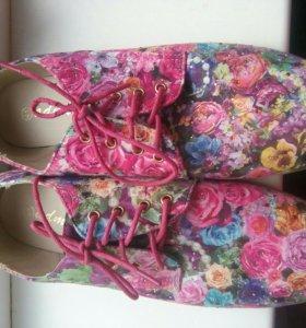 Ботинки / кеды / туфли женские