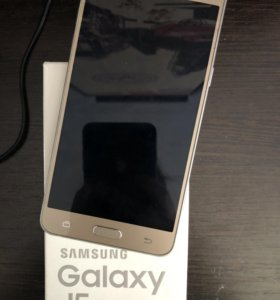Телефон Samsung Galaxy J5 2016