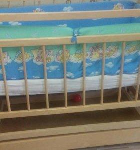 Кроватка- маятник (матрас, бортики, постельное)