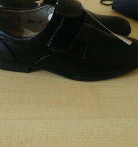 Продам новый ботинки для мальчика 39