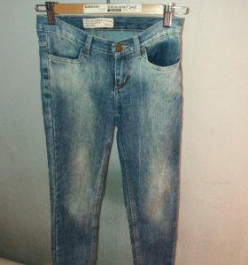 Джинсы для девочки Gloria Jeans.