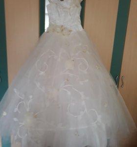 Свадебное платье цвет шомпан размер 46-48 тогр