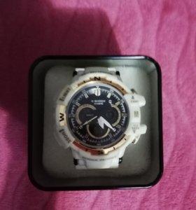 Часы G-Shock белые