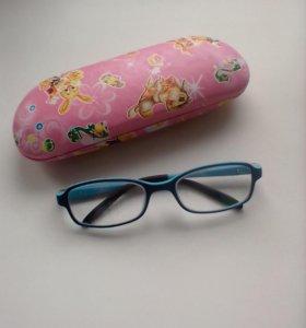 Продам очки с футляром.