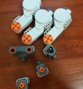 Детали Lego mindstorms + провода.