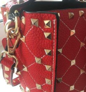 Женская сумочка в отличном состоянии