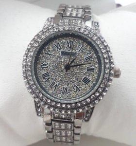 Часы Chopard с кристаллами сваровски