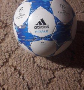 Футбольный мяч adidas mini