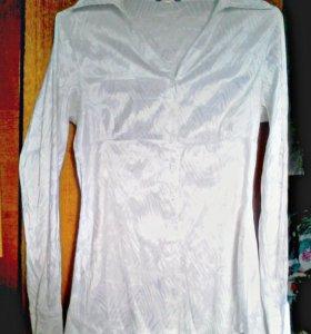 Прекрасная белая блузка для выхода или работы
