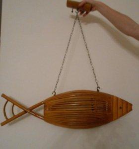 Люстра из бамбука в виде рыбы