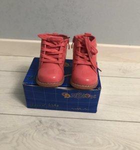 Лакированные розовые ботинки на девочку,22 размер