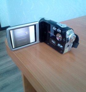 Продаю цифровую видеокамеру Sony