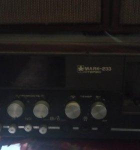 Магнитофон Маяк-233 с колонками.