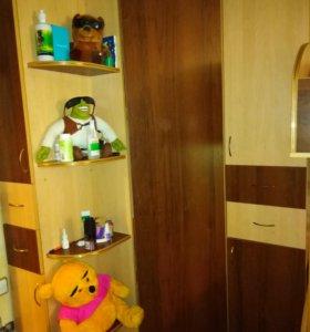 Угловой шкаф ,2х ярусная кровать.