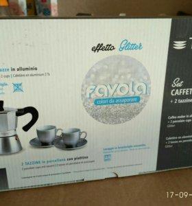 Набор новый: кофеварка и две чашки с блюдцами