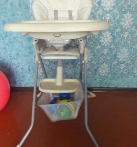Продам детский стул для кормления.Детский матрас.