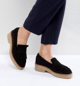 Замшевые туфли на плоской подошве