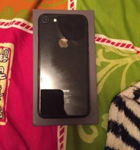 Продам iPhone 8 (64 GB)