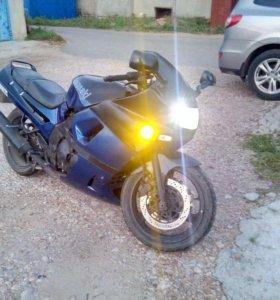 Мотоцикл Кавасаки ззр 400