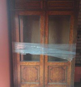 Шкаф карельской берёзы.