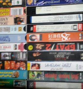 Видеокассеты фильмы в количестве 160 шт.