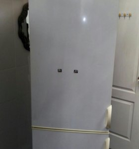 Продам холодильник Снайге.