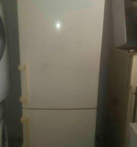 Холодильник Liebher 300литров