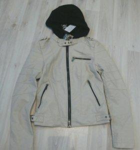 Новая модная куртка на худенькую девушку, девочку