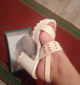 Туфли(босоножки) на каблуке
