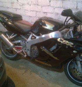 Мотоцикл ХондаCBR90RR