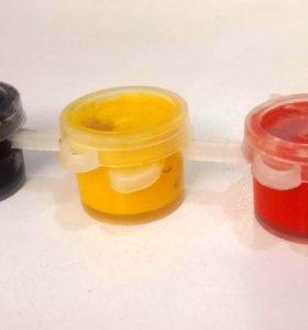 Гуашь, три цвета — Чёрный, Жёлтый и Красный.