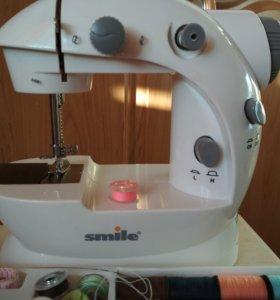 Швейная машинка маленькая