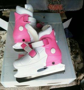 Почти новые коньки для девочки
