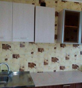 Кухня 2 м почти новая