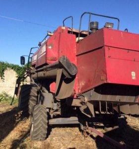 Комбайн зерноуборочный самоходный КЗС-812-19