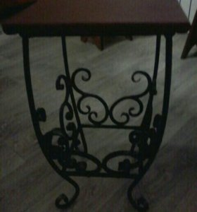 Кованный стол и два стула