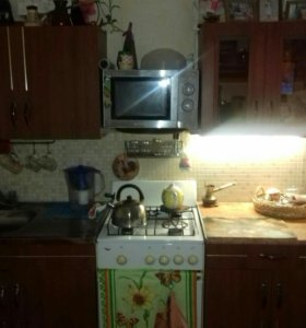 Продаётся кухонный гарнитур, холодильник , плита.