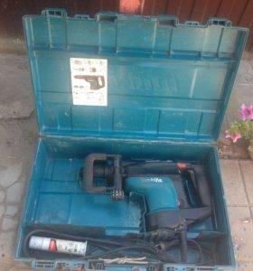 Продаю перфоратор Makita HR 4001C.