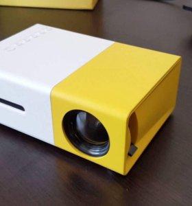 Карманный мини проектор YG300