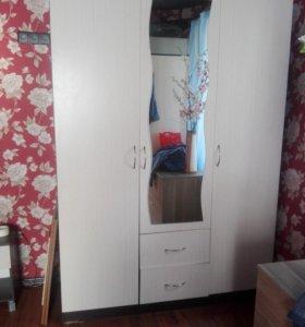 Трехстворчетый шкаф