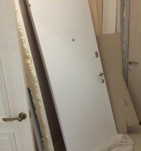 Входная белая дверь стальная