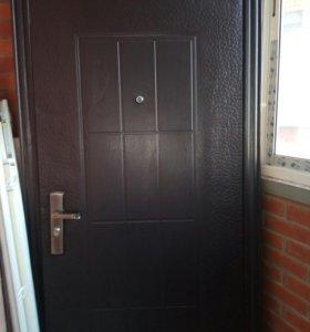 Входная строительная дверь