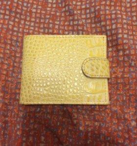 Кожаный кошелёк жёлтого цвета доступен торг