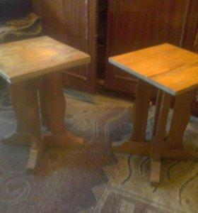 Две деревянных табуретки