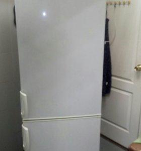 Продам холодильник Электролюкс.