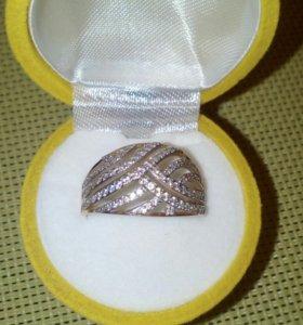 Кольцо женское с бриллиантами.