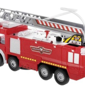 Пожарная машина с водометом и с аксессуарами