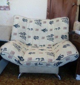 Мягкий уголок (диван,кресло,пуфик).Небольшой торг.