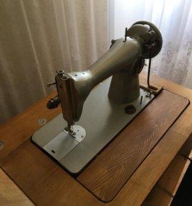 1992г.новая швейная машинка Подольск с тумбой